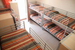 be-hostels-zaragoza-rooms-09