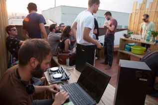 be-sound-hostel-barcelona-terrace-04