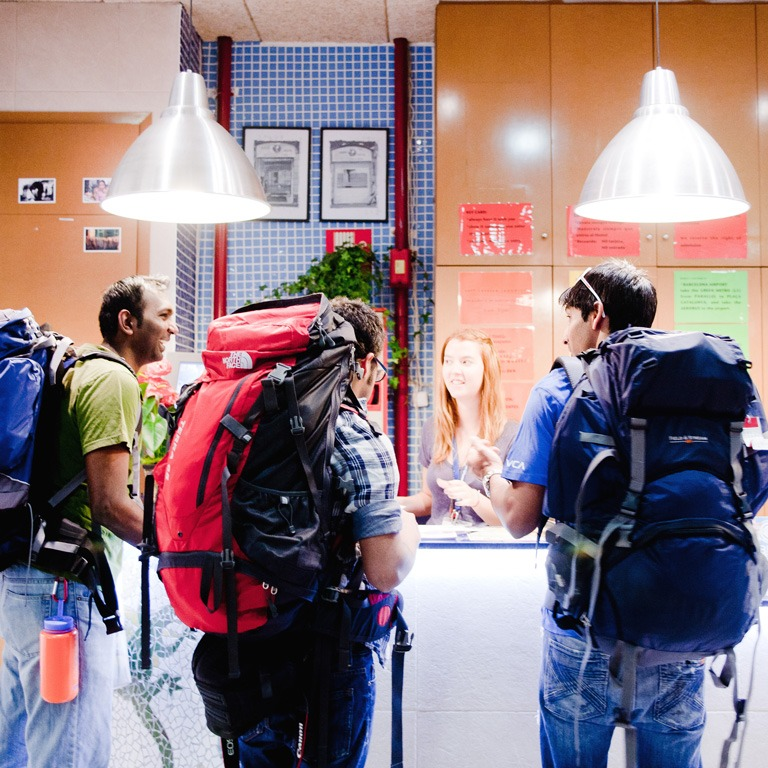 be-mar-hostels-check-in